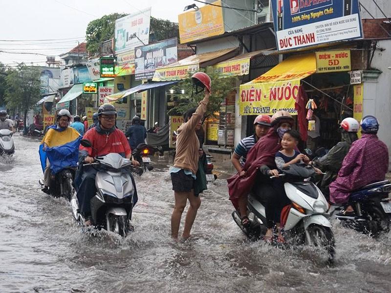 Đường vừa chống ngập: Mưa lớn... lại ngập! - ảnh 3