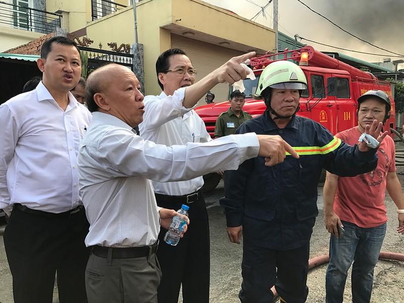 Công ty mút cháy hơn 1 giờ, Cảnh sát PCCC mới nhận tin - ảnh 1