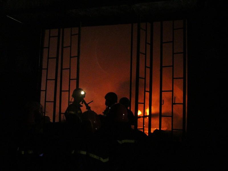 Nổ lớn kèm lửa dữ dội trong công ty ở quận 9 - ảnh 1