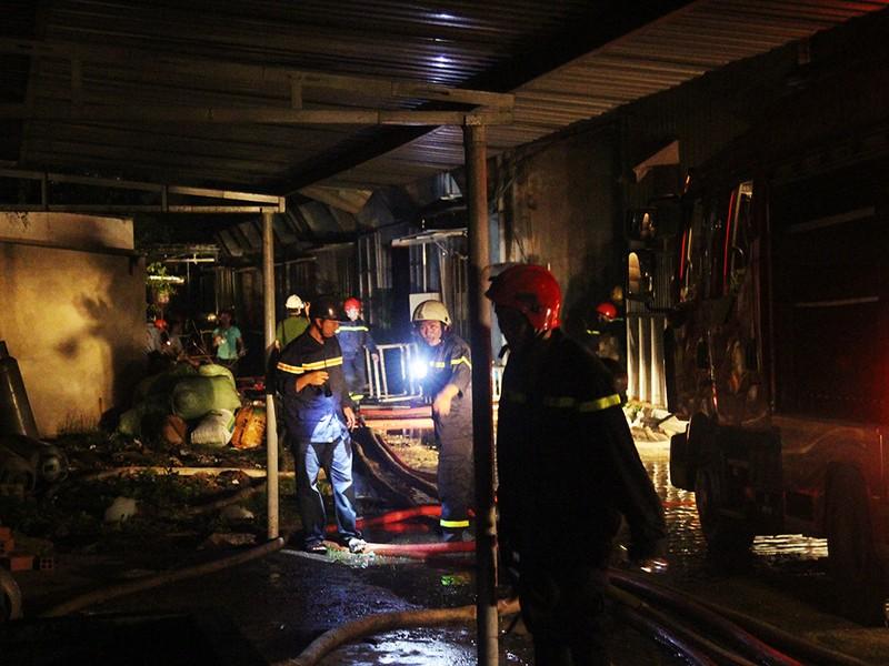 Nổ lớn kèm lửa dữ dội trong công ty ở quận 9 - ảnh 2