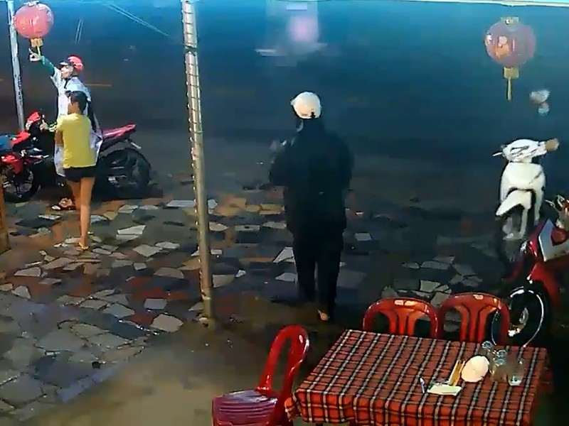 Camera ghi lại quá trình dàn cảnh tinh vi để trộm xe - ảnh 1