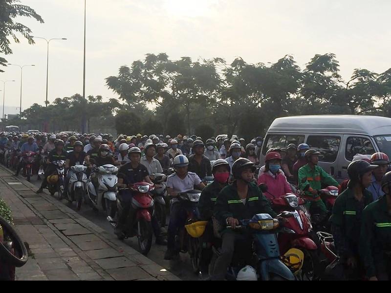 Xe cấp cứu Phú Yên tông xế hộp trên đại lộ Mai Chí Thọ - ảnh 2