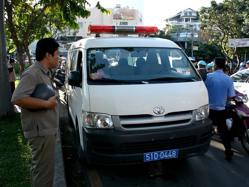 Người đàn ông gục chết trên xe máy ven kênh Nhiêu Lộc - ảnh 2