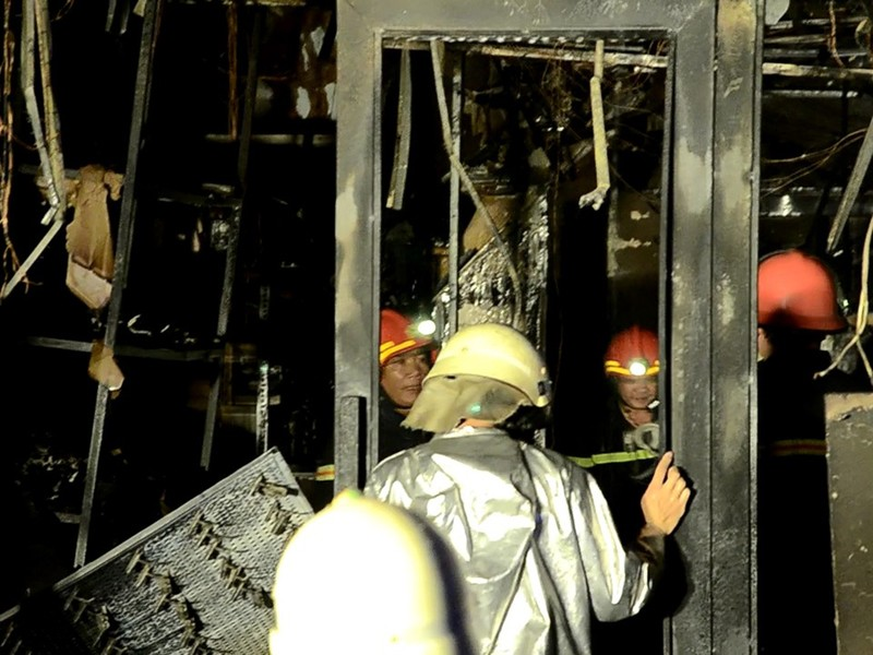 Cháy tiệm túi xách khu Bàn Cờ, chủ nhà kịp thoát hiểm - ảnh 2