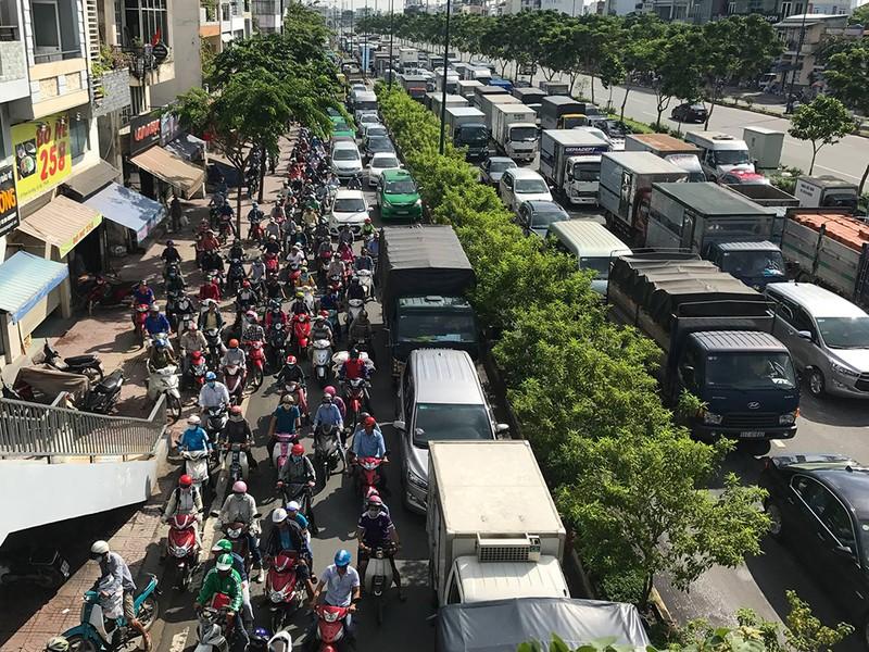 Kẹt xe kinh hoàng trên xa lộ Hà Nội - ảnh 7