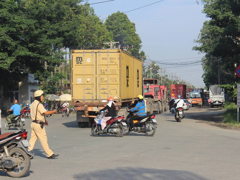 Kẹt xe kinh hoàng trên xa lộ Hà Nội - ảnh 5