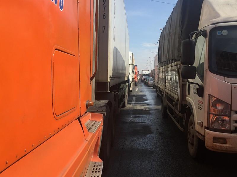 Kẹt xe kinh hoàng trên xa lộ Hà Nội - ảnh 2