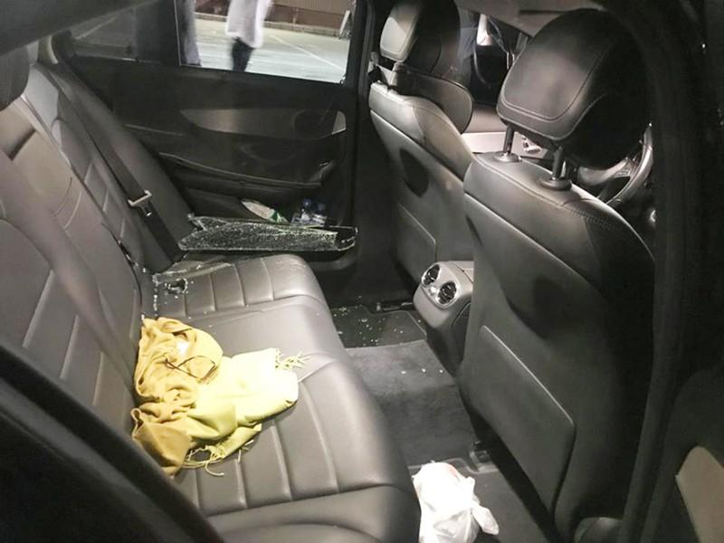 Mercedes đậu trong siêu thị bị đập kính, trộm đồ - ảnh 1