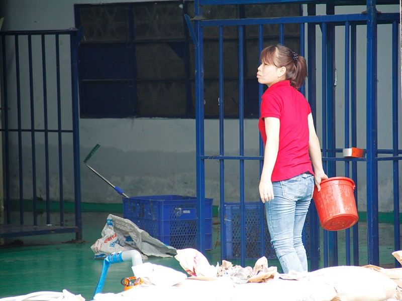 Nước ngập nhiều ngày ở KCN, nhiều công ty đóng cửa - ảnh 8