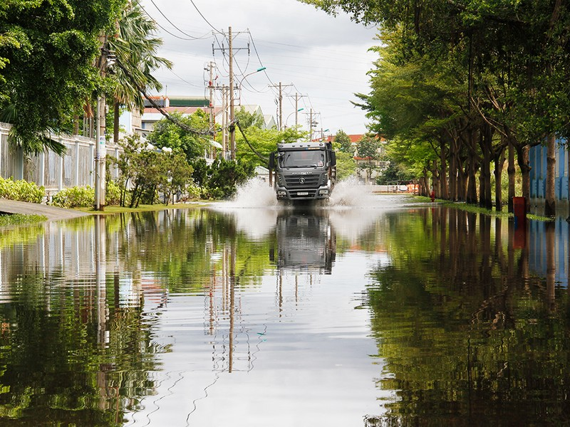 Nước ngập nhiều ngày ở KCN, nhiều công ty đóng cửa - ảnh 5
