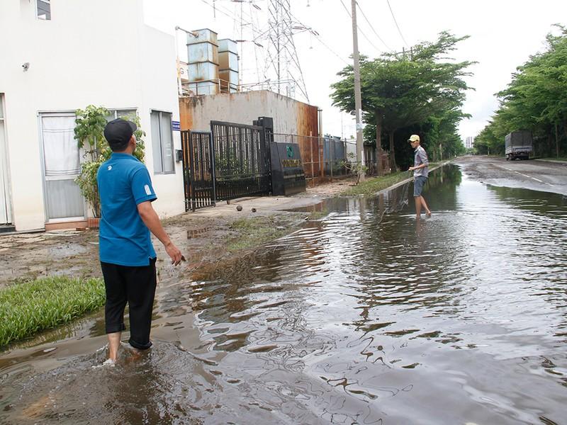 Nước ngập nhiều ngày ở KCN, nhiều công ty đóng cửa - ảnh 12