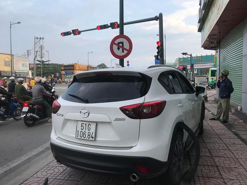Dân truy bắt ô tô tông chết người ở đường Phạm Văn Đồng - ảnh 2