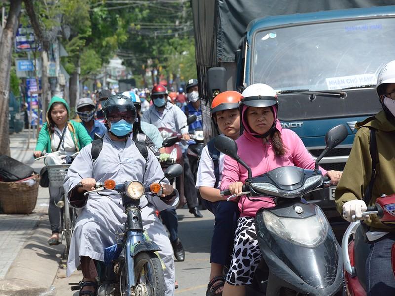 Xe ben sụp hố ga giữa đường Nguyễn Văn Quá - ảnh 2
