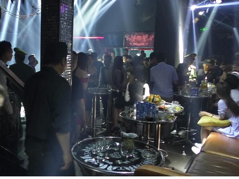 Cả trăm dân chơi phê ma túy trong 3 quán bar ở TP.HCM - ảnh 2