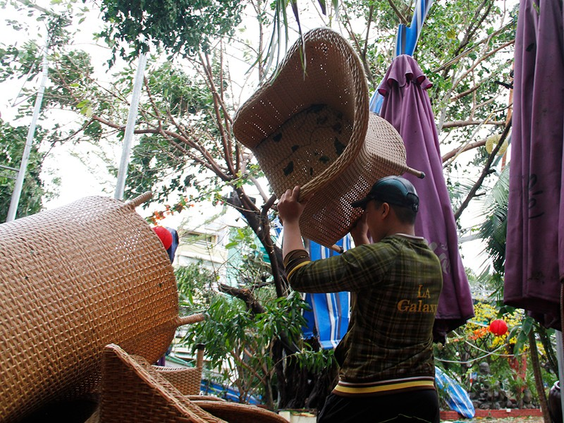Người dân TP Nha Trang dồn sức khắc phục bão 12 - ảnh 6