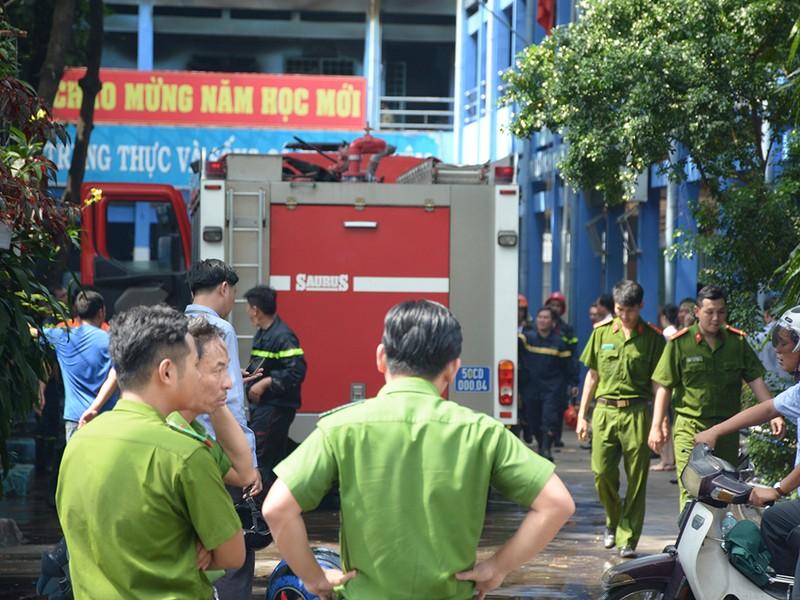 Cháy khu nội trú, hàng trăm học sinh tháo chạy - ảnh 1