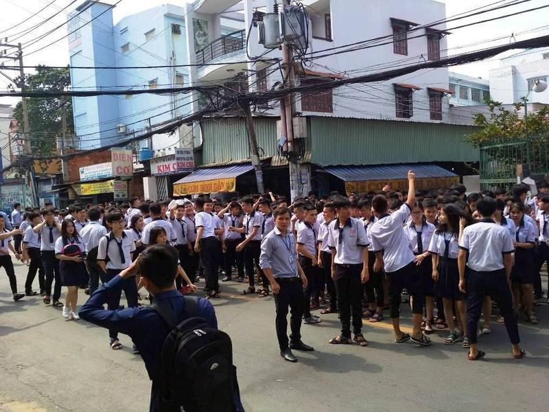 Cháy khu nội trú, hàng trăm học sinh tháo chạy - ảnh 3