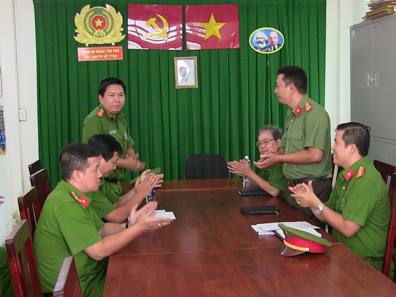 2 công an quận Tân Phú bị thương khi vây bắt băng trộm  - ảnh 1