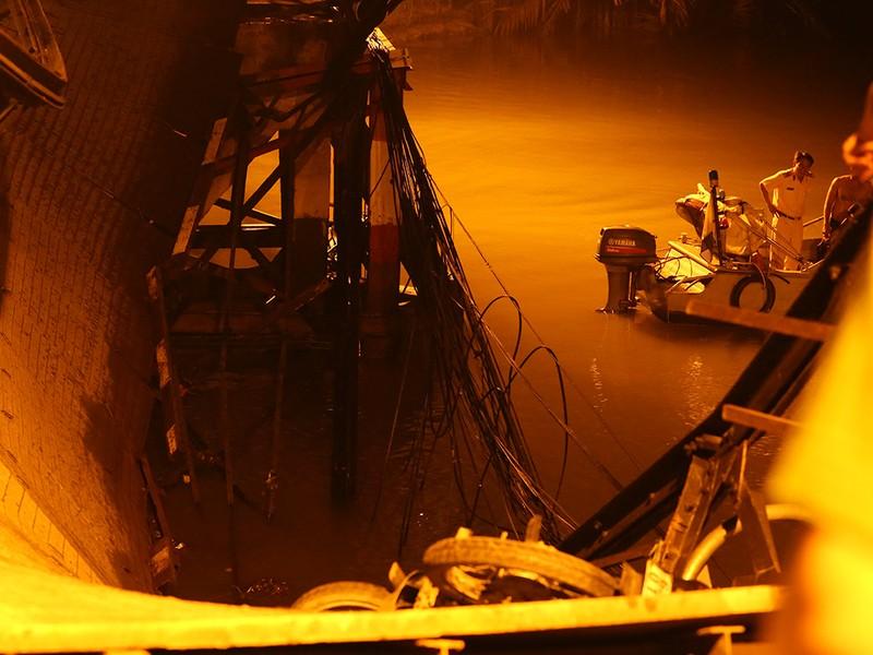 Cận cảnh chiếc xe ben 'khủng' gây sập cầu Long Kiểng - ảnh 3