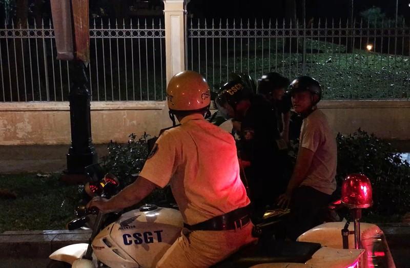 Hàng trăm xe máy đi 'bão', bị cảnh sát bắt giữ - ảnh 4