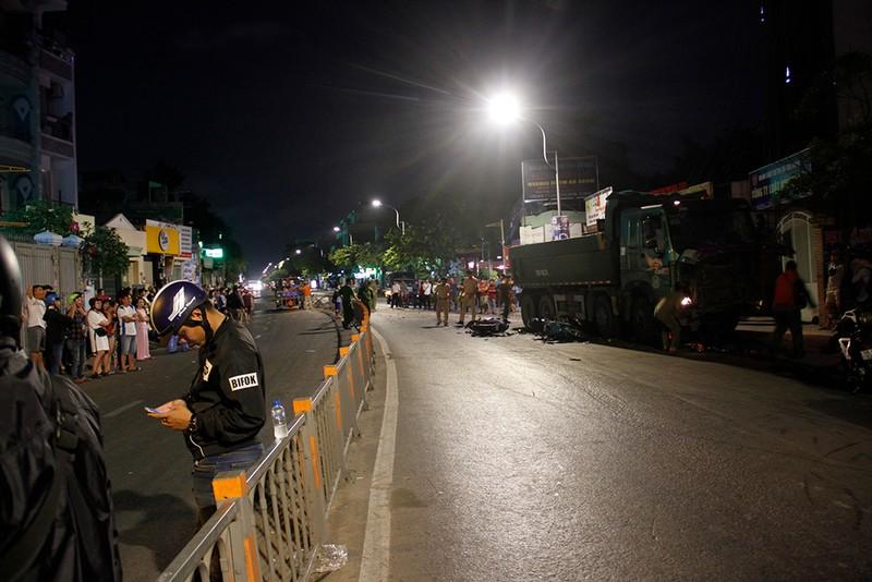 Hiện trường xe ben tông hàng loạt xe máy ở Gò Vấp  - ảnh 6
