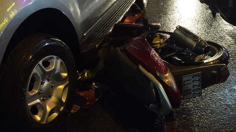 Va chạm liên hoàn 3 xe trong mưa, 2 mẹ con bị thương - ảnh 2