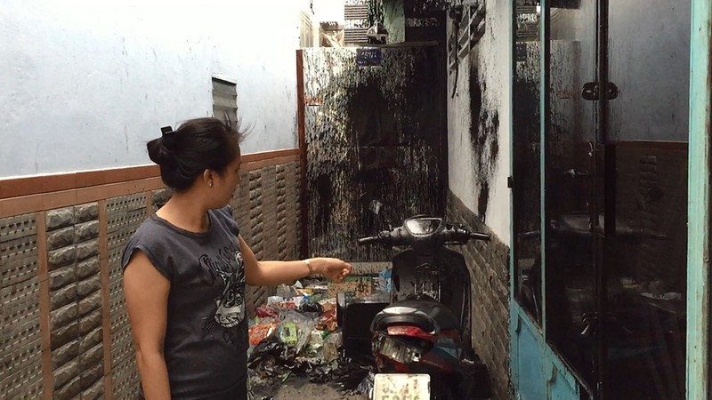 Nhóm thanh niên chém camera, tạt sơn vào nhà dân - ảnh 1