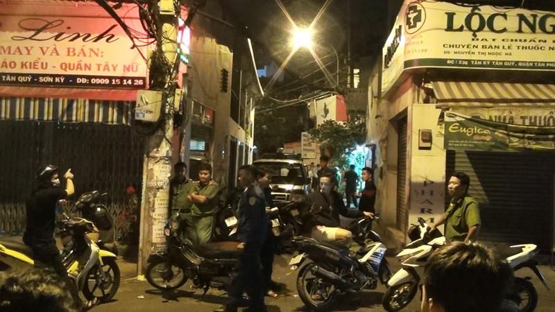 1 thanh niên bị bắn gục trước nhà ở quận Tân Phú - ảnh 2