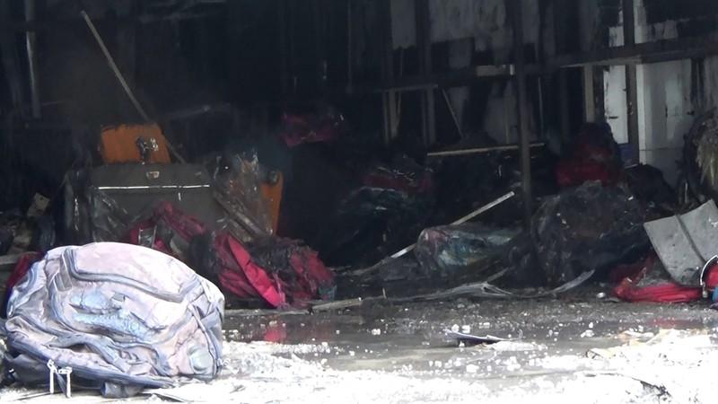3 người mắc kẹt trong đám cháy tiệm túi xách  - ảnh 2