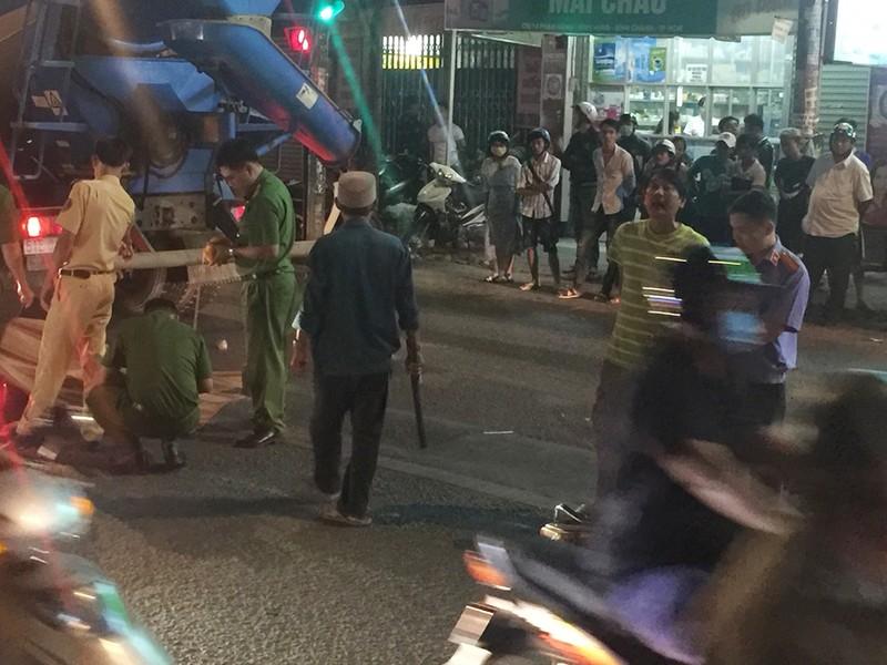 Xe bồn va 2 xe máy ở Bình Chánh, 1 người tử vong - ảnh 2