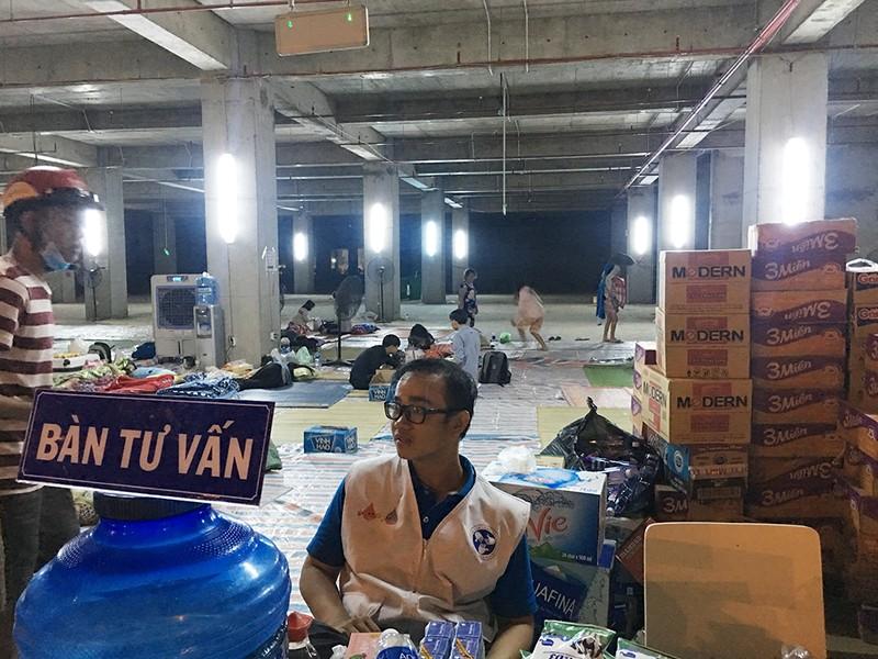 Đêm trắng của những cư dân trong vụ cháy Carina Plaza - ảnh 2