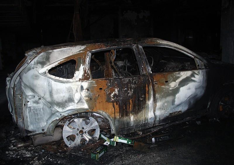 Cận cảnh những xe cháy trong hầm chung cư Carina Plaza - ảnh 9