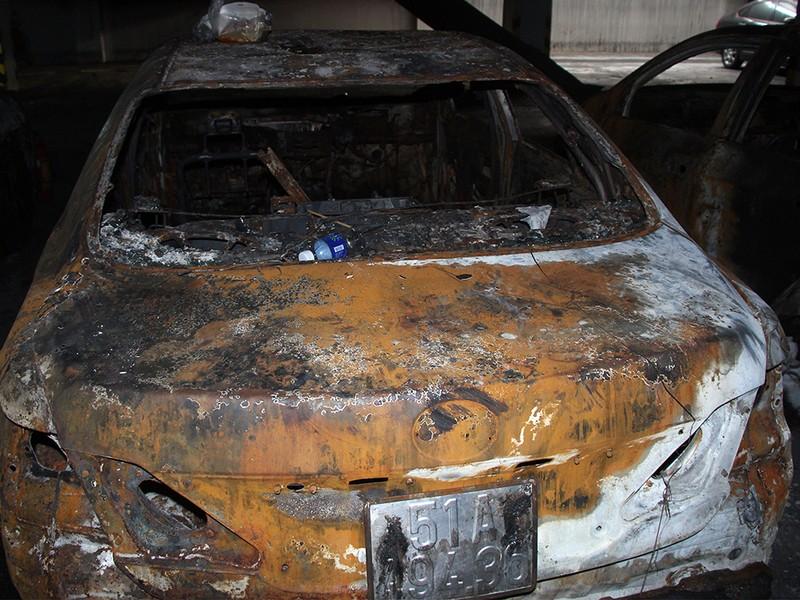 Cận cảnh những xe cháy trong hầm chung cư Carina Plaza - ảnh 5