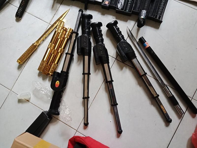 Cảnh sát bắt trùm chuyên cung cấp hàng nóng ở Sài Gòn - ảnh 1