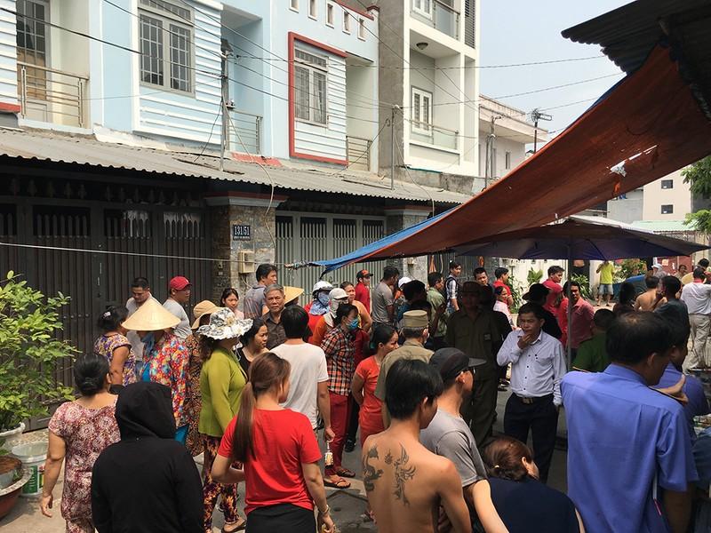 Kiểm tra hiện trường vụ thảm sát 5 người ở Bình Tân - ảnh 2