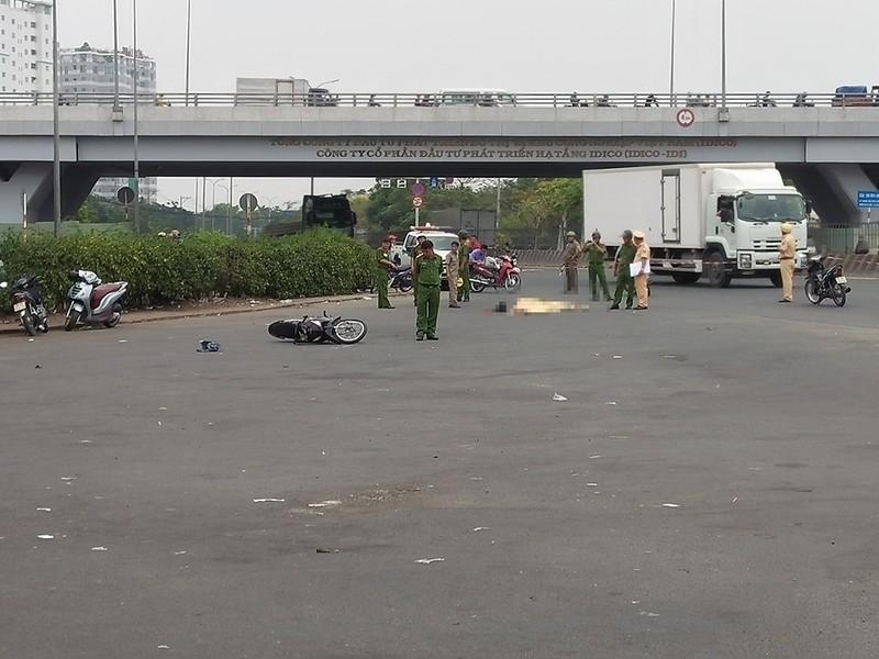 Xe tải rẽ phải, cán người phụ nữ 66 tuổi ở Bình Tân - ảnh 1