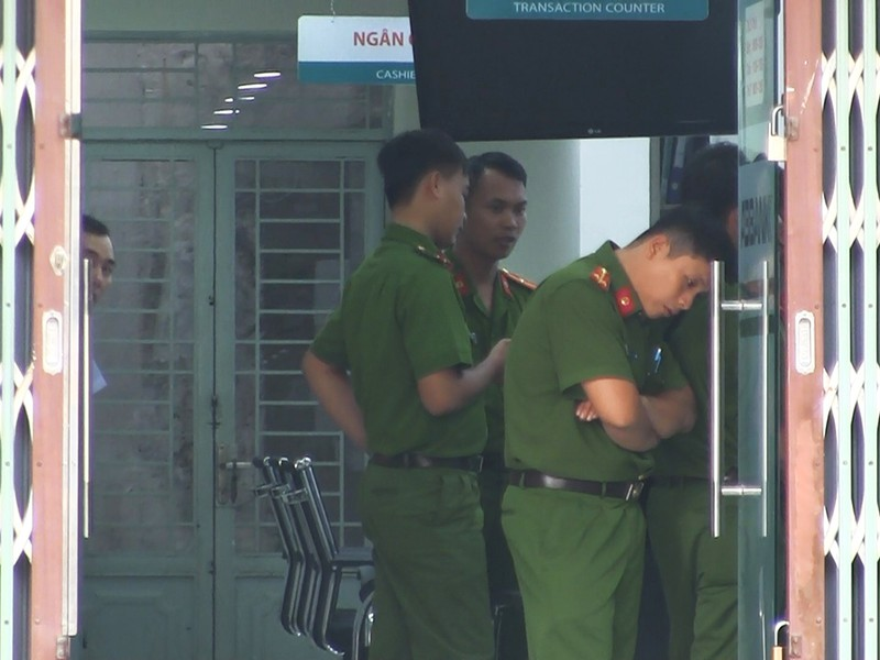 Nghi án cướp ngân hàng ở Tân Phú - ảnh 1