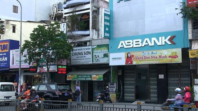 Nghi án cướp ngân hàng ở Tân Phú - ảnh 2