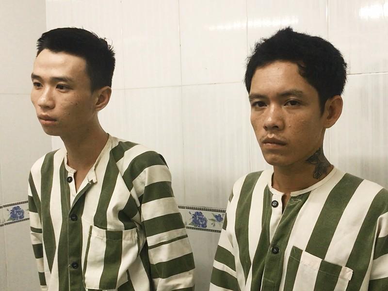 2 tên cướp rút dao dọa cảnh sát khi bị truy bắt - ảnh 2