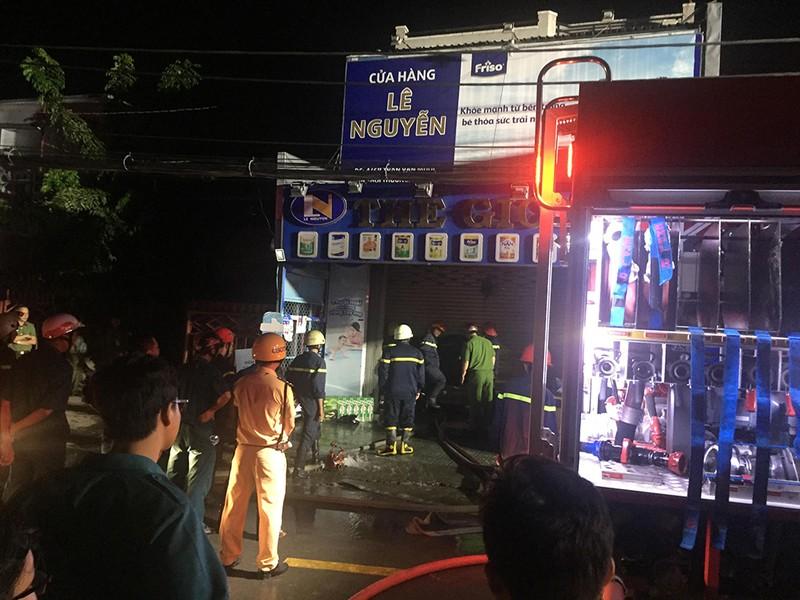 Cháy xe máy ở cửa hàng tại Hóc Môn, chồng chết vợ nguy kịch - ảnh 1