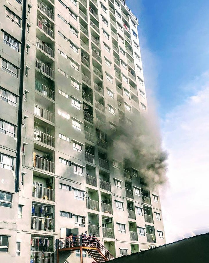 Cháy chung cư I-Home ở Gò Vấp, nhiều cư dân hoảng loạn - ảnh 1