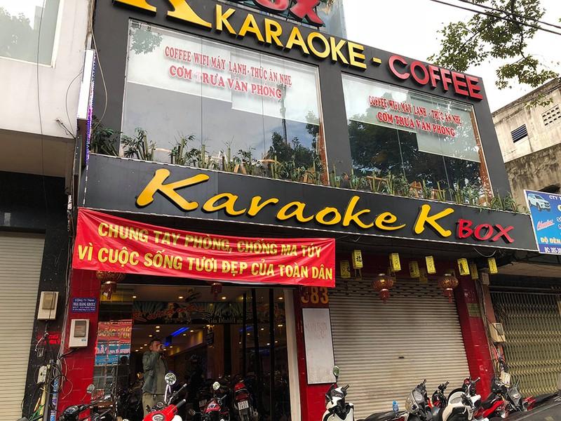 Cảnh sát đột kích 'tiệc ma túy' trong quán karaoke ở quận 5 - ảnh 1