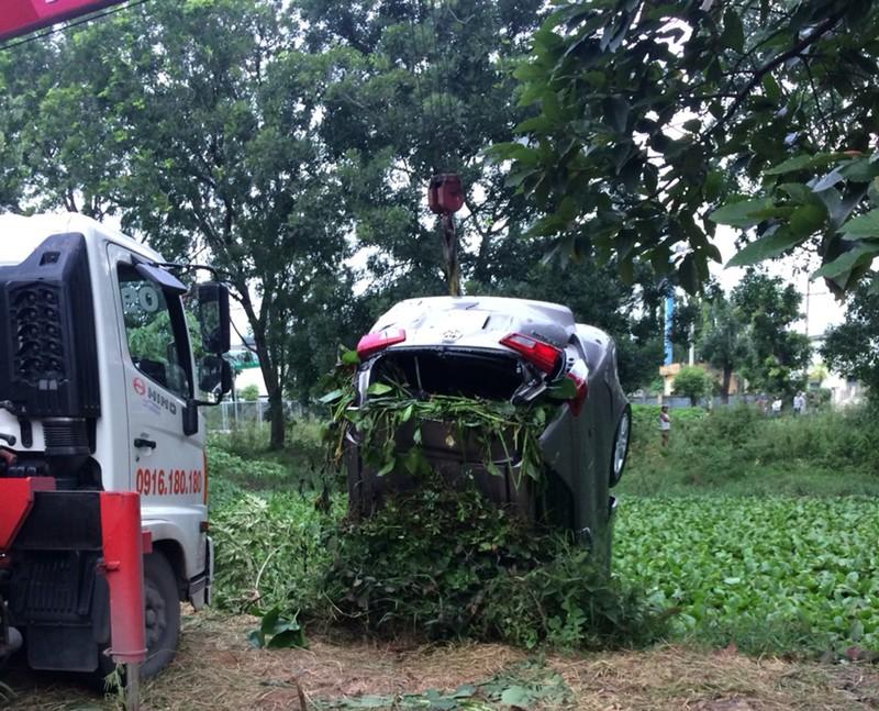 Tập lái ô tô tông chết người đang làm vườn ở Hóc Môn - ảnh 1