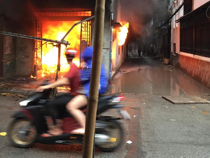 Cháy dữ dội ở 2 cơ sở sản xuất vào cùng buổi chiều ở TP.HCM - ảnh 1