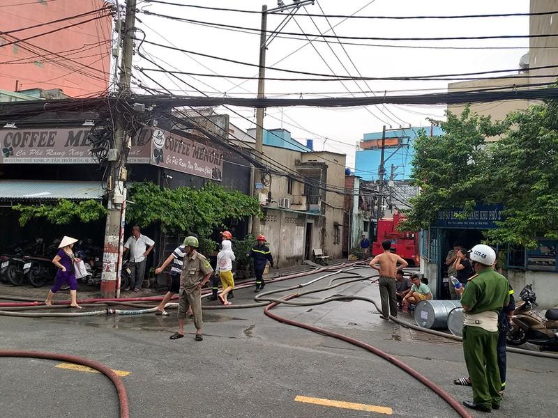 Cháy dữ dội ở 2 cơ sở sản xuất vào cùng buổi chiều ở TP.HCM - ảnh 4
