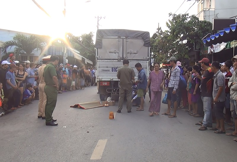 Hành động kỳ lạ trong tai nạn làm bé 2 tuổi tử vong ở Bình Tân - ảnh 1