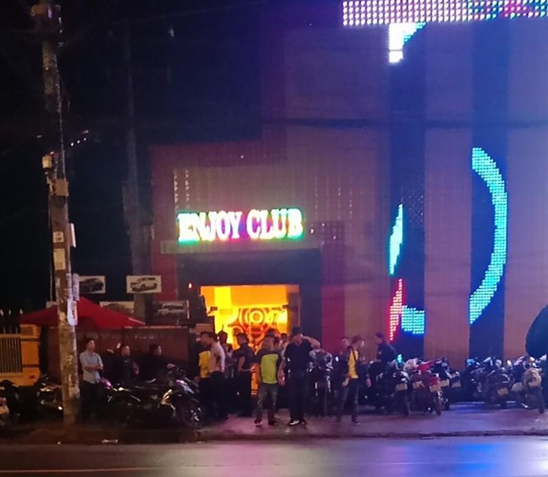 Giang hồ hỗn chiến ở quán bar vùng ven, nhiều người bị thương - ảnh 2