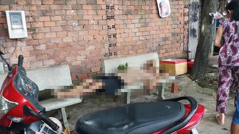 Người lang thang tử vong trên ghế đá ở quận 12 - ảnh 1