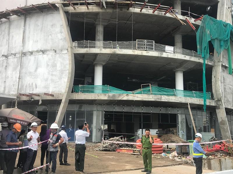 Nhiều người rơi từ tầng 4 công trình trên đường Phạm Văn Đồng - ảnh 2