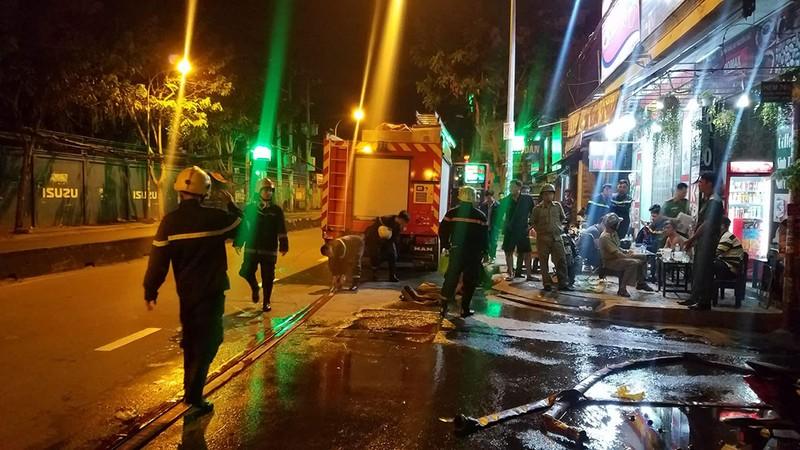 Cháy dữ dội cạnh trường SOS Gò Vấp nhiều người hoảng loạn - ảnh 1